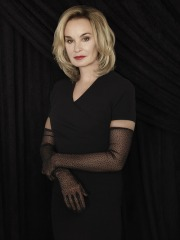 81455-AHS-Coven-Jessica-Lange-AsnM