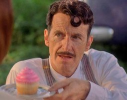 denis-o-hare-american-horror-story-freak-show-pink-cupcakes