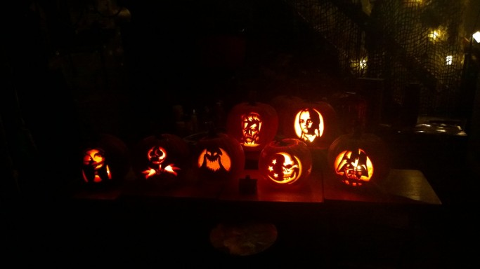 2016-10-29-pumpkin-carving-night-2